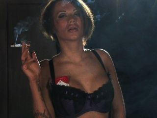 बेकी धूम्रपान करता है