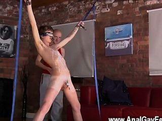 नग्न पुरुषों कीरोन नाइट से सही गर्म jizz धारा कुल्ला करने के लिए पसंद करती है