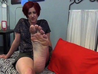 तलवे और नीले पैर की उंगलियों