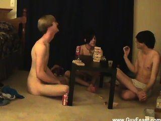 वीडियो का पता लगाने Twink और विलियम उनके ताजा परिचित के साथ एक साथ मिलता है