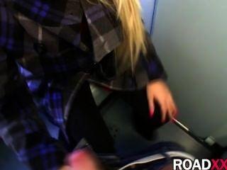 गोरा ट्रेन के शौचालय में गड़बड़