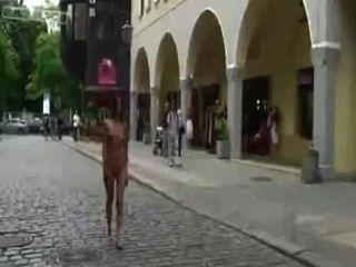 Agy Mirai, नग्न नृत्य की रानी - शहरी नग्न और नंगे पांव