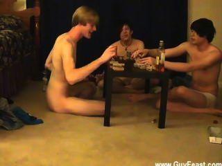 समलैंगिक लोग ट्रेस और विलियम अपने नए दोस्त के लिए ऑस्टिन के साथ एक साथ मिलता है