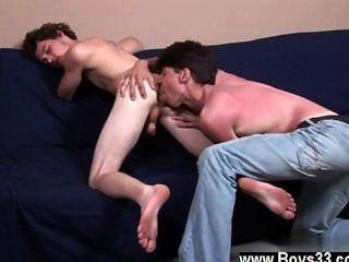 बॉबी के समलैंगिक क्लिप futon पर वापस आ गया है, डैरेन और आज के साथ-साथ, वे