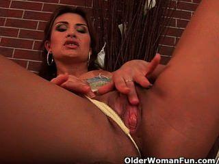 अच्छा स्तन के साथ कामुक परिपक्व सौंदर्य Dildoing प्यार करता है