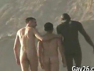 नग्न समुद्र तट men..nude