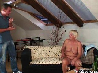 boozed दादी उसके बेटे seduces कानून में