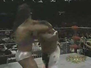 महिला बॉडी बिल्डर कुश्ती