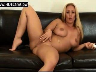 चैट वयस्क बड़े स्तन कौगर उसे बिल्ली कर रही - www.hotcams.pw