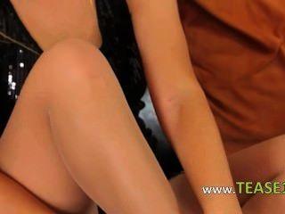 आकर्षक गोरा के सेक्सी pantyhose