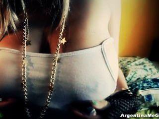 इस किशोर लैटिन गोरा पर मेगा प्राकृतिक स्तन!+ बिग cameltoe!