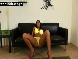 बड़े स्तन milf ब्रा के साथ चैट रहते हैं और पैंटी छेड़ो - hotcams.pw