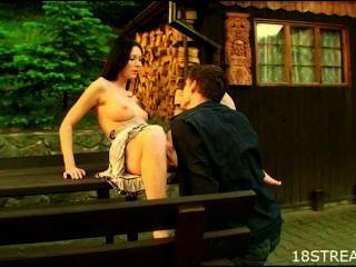 जंगली आउटडोर केबिन सेक्स