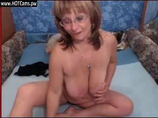 वेबकैम पर चश्मा में लाइव शो सेक्सी busty नानी