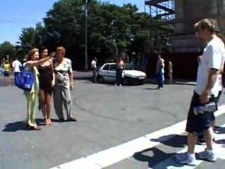 एंजेलीना क्रो बुडापेस्ट सार्वजनिक