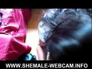 वेबकैम पर शौकिया किन्नर बहिन crossdresser फूहड़ बड़ा मुर्गा सह