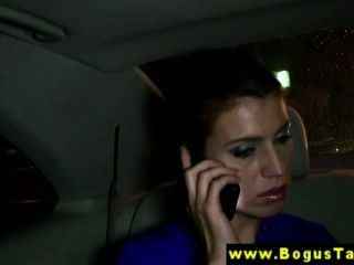 एक टैक्सी में वास्तविक girlnextdoor cocksucking