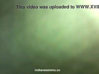 देसी शर्मीली भारतीय लड़की नग्न होटल कांड में उसके प्रेमी द्वारा गड़बड़