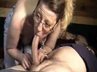 उसके पति के मुर्गा चूसने जंगली पत्नी