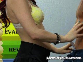सेक्स करते हुए शिक्षक बाहर है