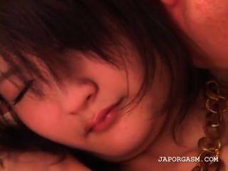 शर्मीली एशियाई किशोरों छोटे स्तन पाला है और साथ खेला जाता है