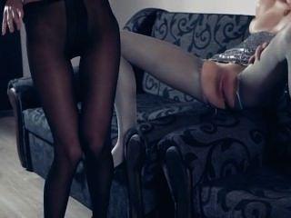 Pantyhose में गर्म lesbs फिर कार्रवाई में