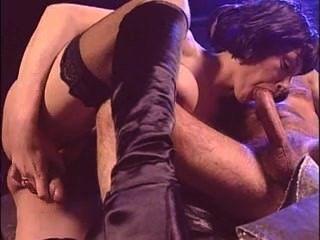 परिपक्व इतालवी किन्नर के साथ सेक्स