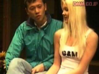 एशियाई लड़के के साथ AMWF लिंडा Thoren अंतरजातीय