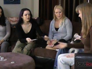 पट्टी पेंच अपने-पड़ोसी zayda, Lucretia, एशले, एलिस, और नतालिया के साथ