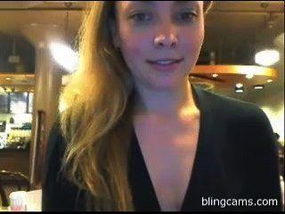 एक कैफे में सार्वजनिक चमकती - लाइव मुक्त कैम शो - blingcams.com