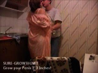 बीबीडब्ल्यू दादी अगले दरवाजे से लड़का