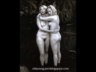 मां और उनकी बेटी की फोटो संकलन के लिए नग्न पाने
