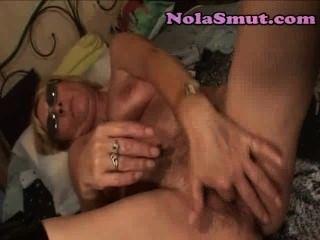 परिपक्व सुनहरे बालों वाली फूहड़ कैम पर milf पत्नी