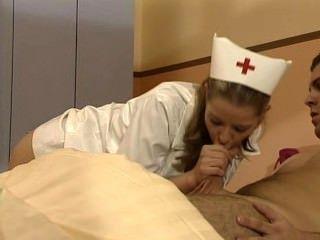 Tyra misoux - जर्मन नर्स एक मरीज को भर देता है
