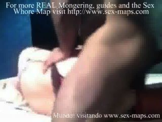 लैटिन वेश्या एक पर्यटक के साथ एक गुदा बनाना