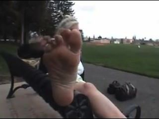 परिपक्व पैर तंग बाहर