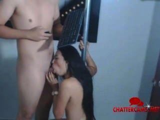 हॉट लैटिना बेब एक पोल त्रिगुट पर लाइव सेक्स