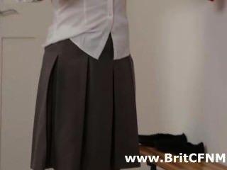 स्कूल वर्दी में दो ब्रिटिश सीबीटी लड़कियों शिक्षक के साथ छेड़खानी