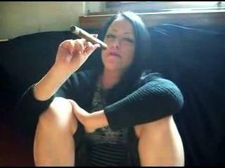 गर्म सिगार धूम्रपान