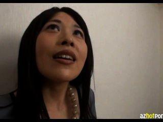 छोटे titted एशियाई कार्यालय महिला