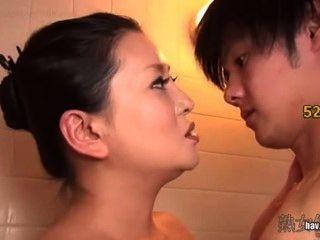 अपने बेटे के लिए बीमार सौतेली माँ वर्जिन शरीर Kitajima लिंग तोड़ने के लिए