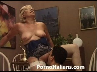 इतालवी परिपक्व Blowjob - Italiana Matura एफए pompino एक ragazzo eccitato