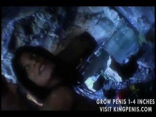 भव्य बेब गधा एक गुफा में गड़बड़