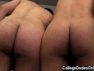 समलैंगिक सेक्स zaden और ट्रेंट ऊपर greased मिल के रूप में हो जाता है ट्रेंट लेने के लिए मुद्रा
