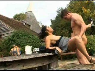 ब्रिटिश भारतीय लड़की आउटडोर सेक्स