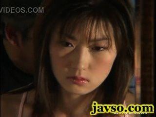 गीला बिल्ली के एशियाई पत्नी का सपना