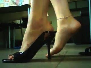 उच्च ऊँची एड़ी के जूते और जूते का नाटक