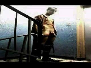 सार्वजनिक सीढ़ी में गोरा Twink मरोड़ते
