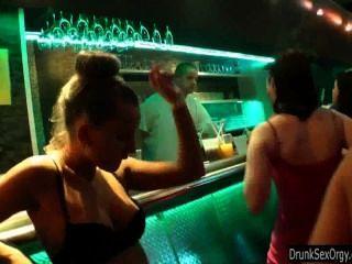 समलैंगिकों क्लब में मज़ा है