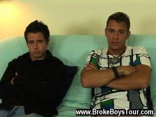 जोश के समलैंगिक फिल्म, सोफे पर एक सीट ले लिया उसके सिर वापस रख दिया और टॉम चलो